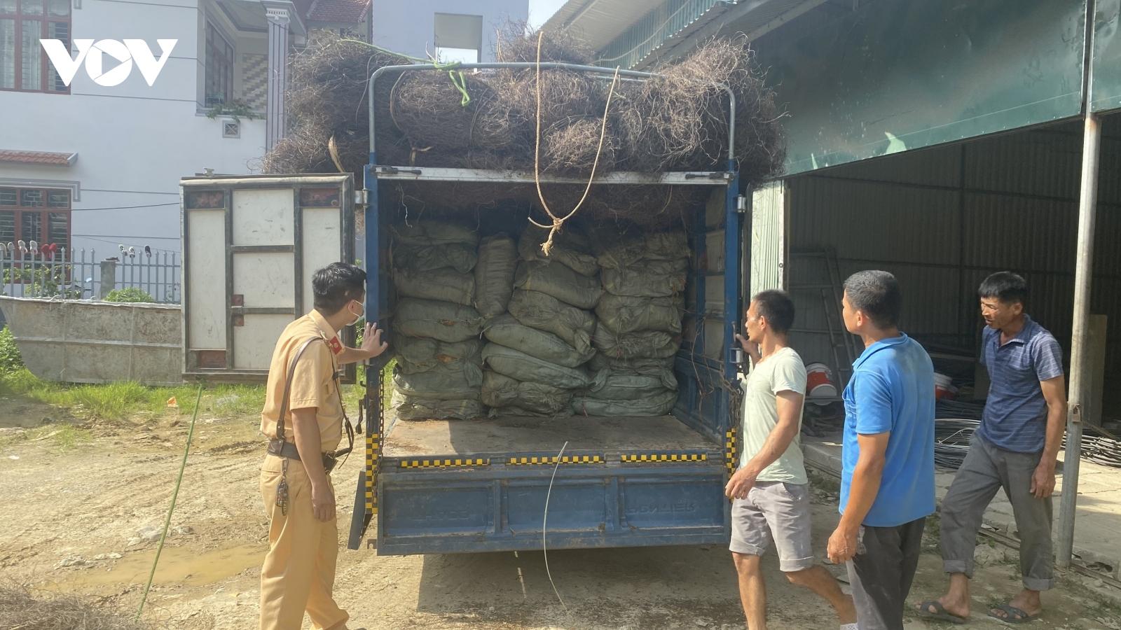 Phát hiện xe tải chở hơn 2 tấn nguyên liệu thuốc lá không rõ nguồn gốc