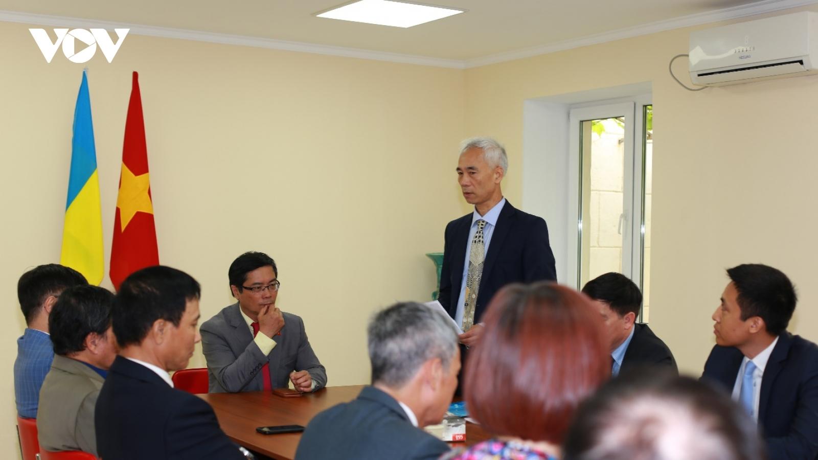 Ưu tiên việc dạy tiếng Việt cho con em cộng đồng người Việttại Odessa-Ukraine
