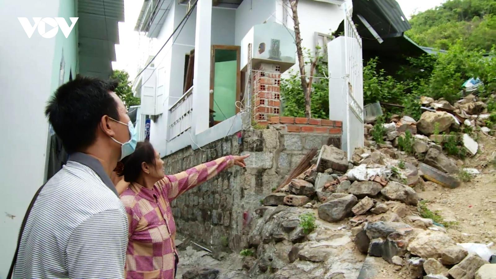 Tìm giải pháp an cư cho hàng trăm hộ dân vùng sạt lở núi