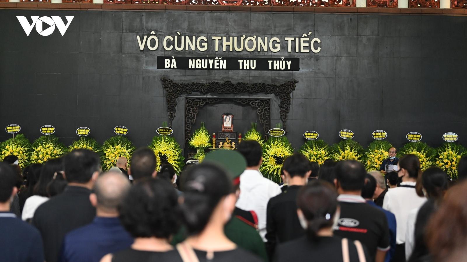 Gia đình, đồng nghiệp nghẹn ngào tiễn biệt Hoa hậu Thu Thủy