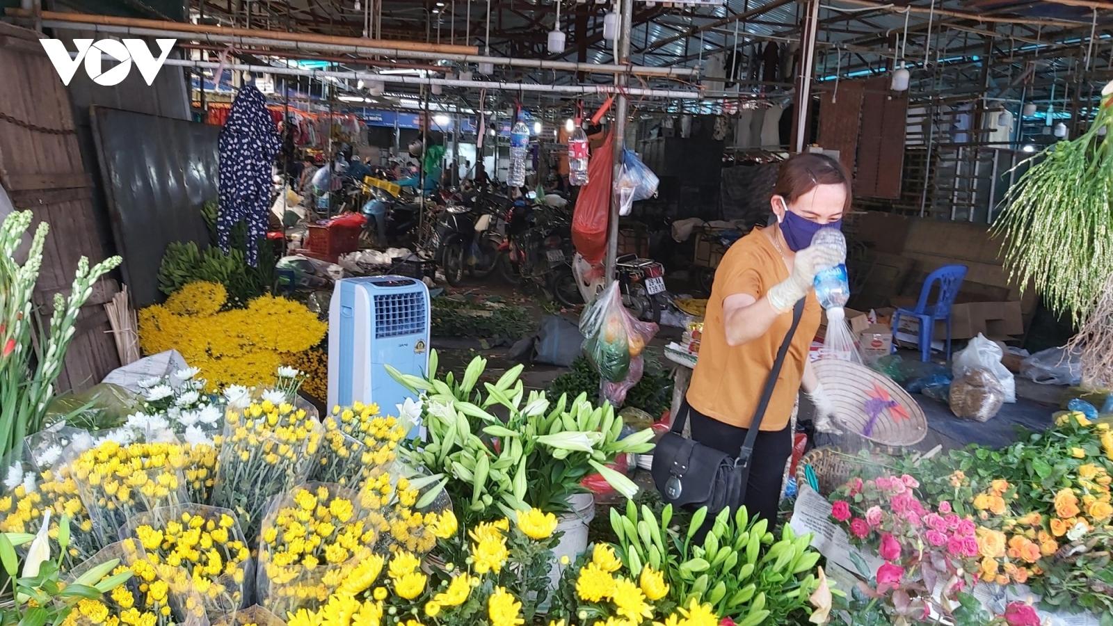 Ảnh hưởng dịch Covid-19, lượng người đến chợ dân sinh, trung tâm thương mại giảm mạnh
