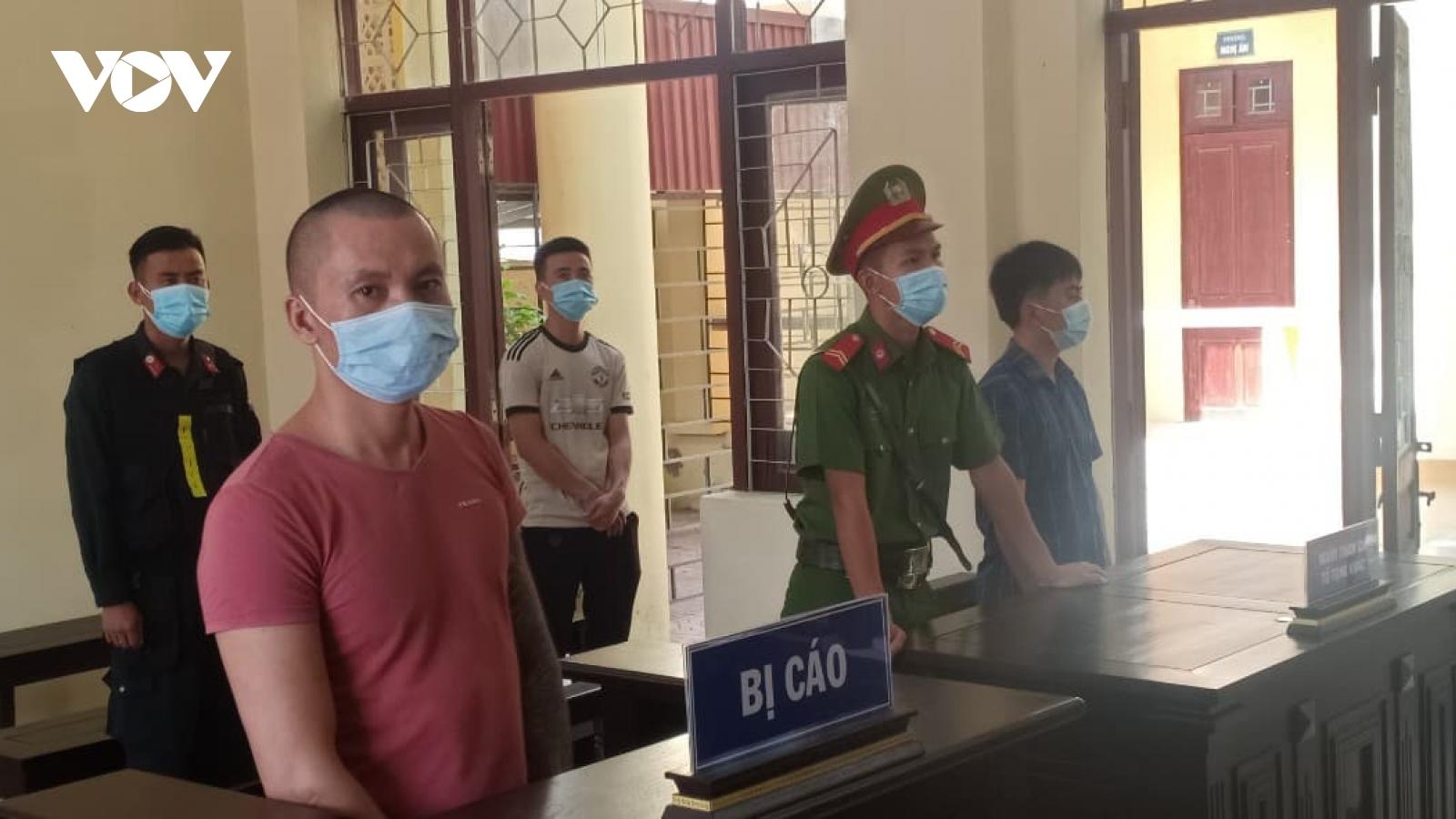 Lĩnh án tù vì đấm cán bộ, vượt chốt kiểm dịch ở Bắc Giang