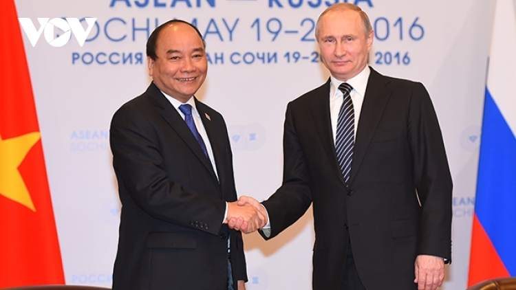President Phuc suggests Russia join hands in COVID-19 fight