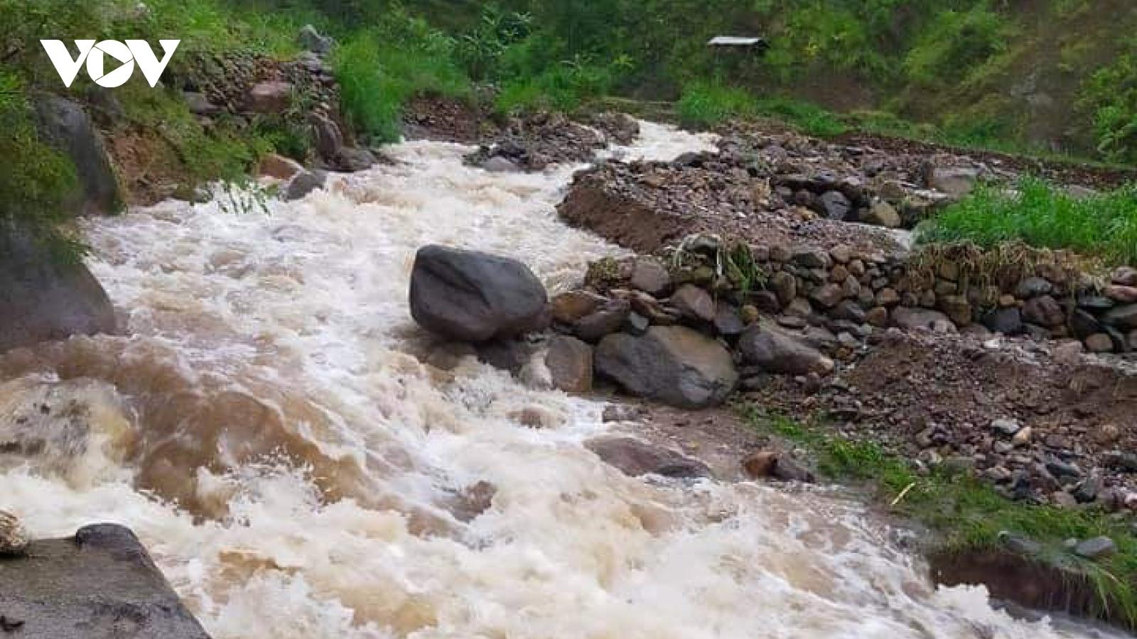 Mưa lớn gây ảnh hưởng nghiêm trọng đến tuyến đường từ Sơn La sang Yên Bái