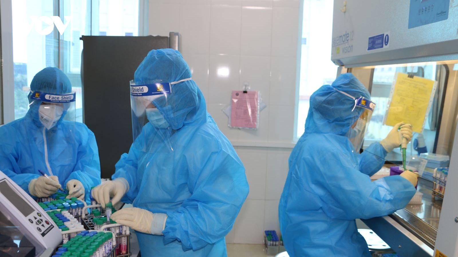 Hà Tĩnh phát hiện 2 trường hợp dương tính Sars-CoV2 liên quan bãi tắm Xuân Hải