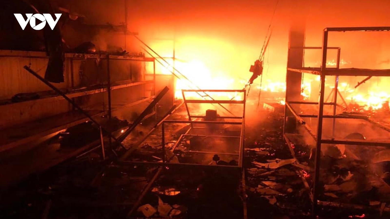 Hiện trường tan hoang sau vụ cháy kinh hoàng làm 6 người tử vong tại TP Vinh