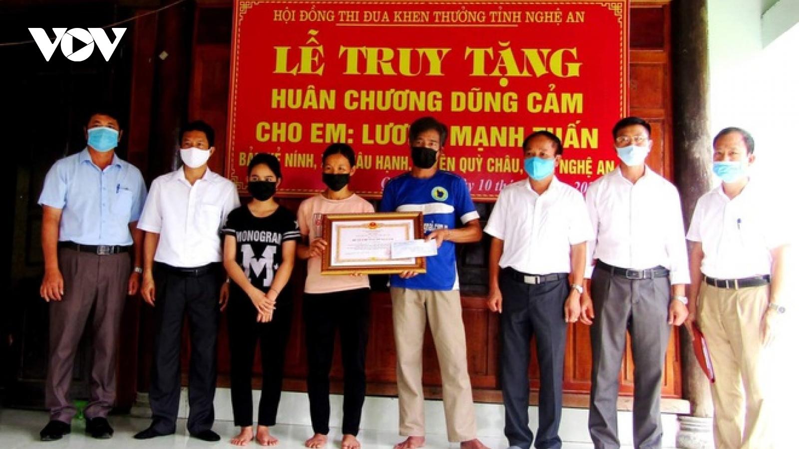 Truy tặng Huân chương dũng cảm cho nam sinh ở Nghệ An quên mình cứu 2 em nhỏ