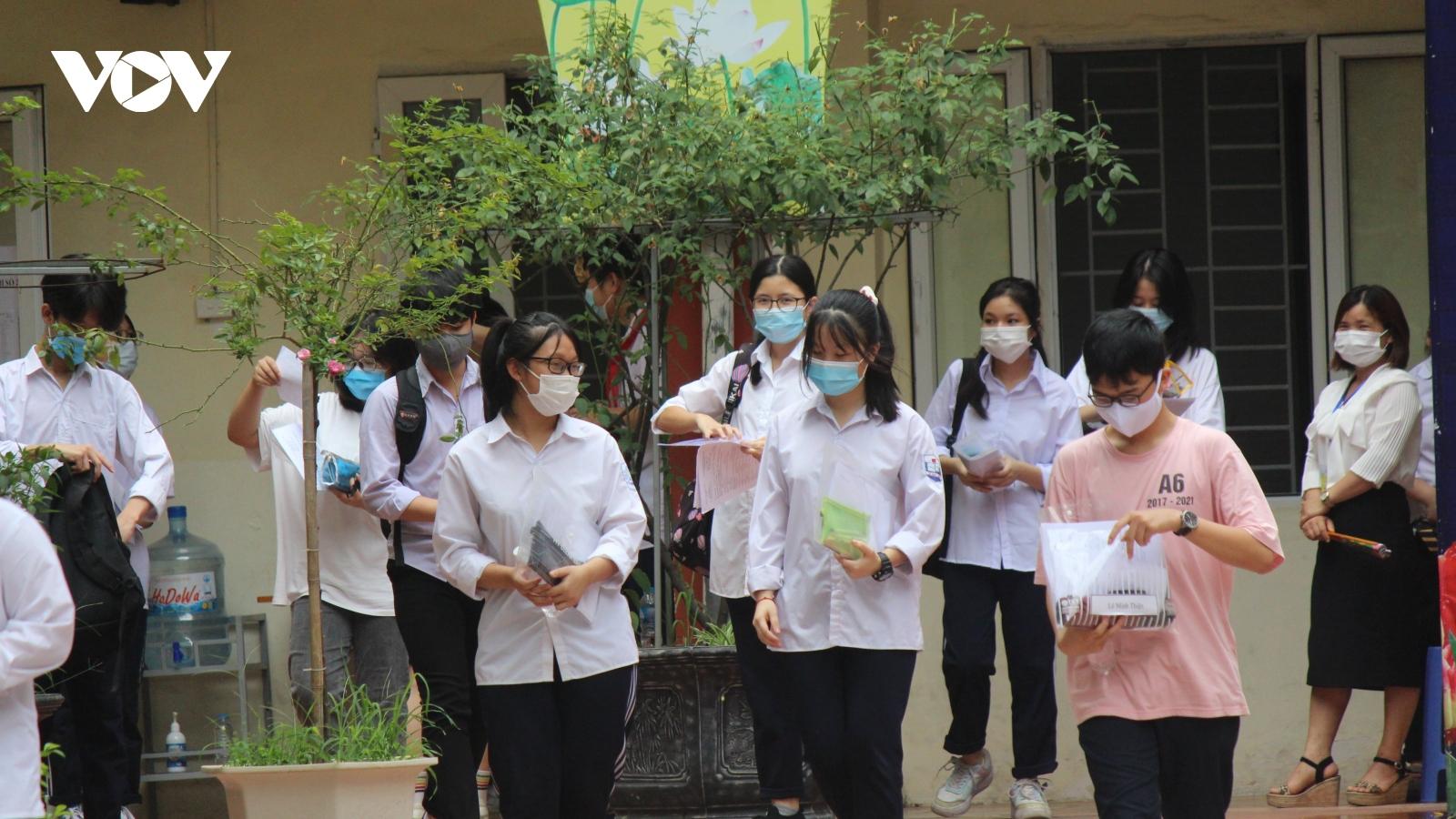 Thi vào 10 ở Hà Nội: Đề tiếng Anh nhẹ nhàng, giáo viên dự báo sẽ nhiều điểm 9, 10