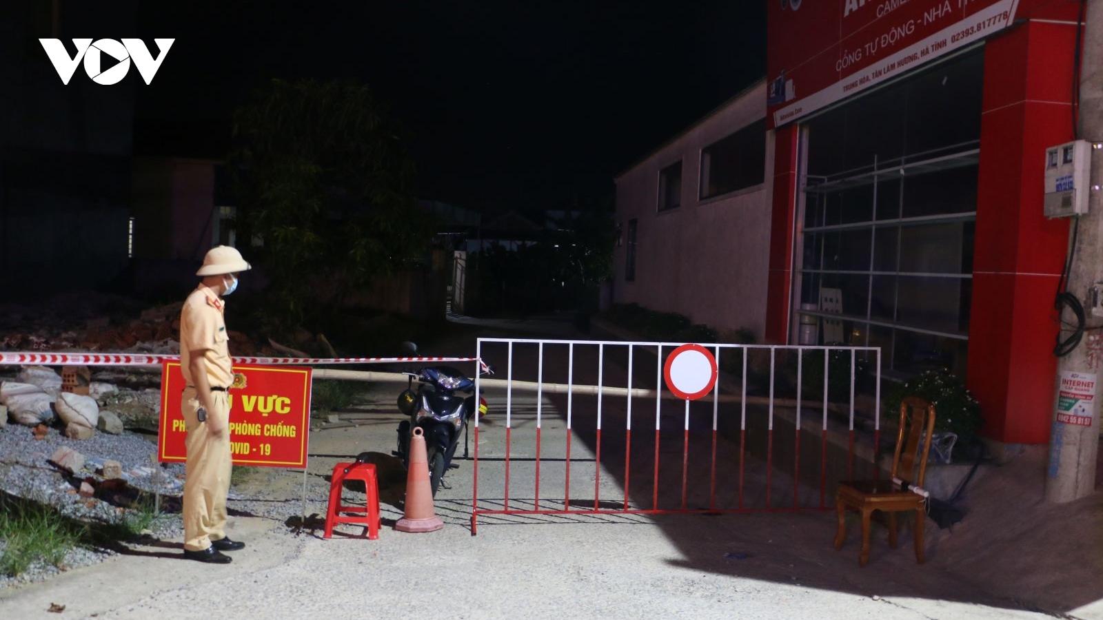 Hà Tĩnh phong tỏa 150 hộ dân liên quan đến 3 mẹ con mắc Covid-19