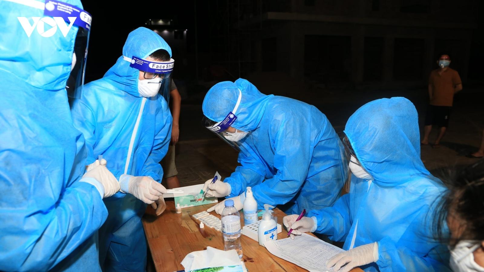 Người phụ nữ dương tính với SARS-CoV-2 khi đi xét nghiệm cộng đồng
