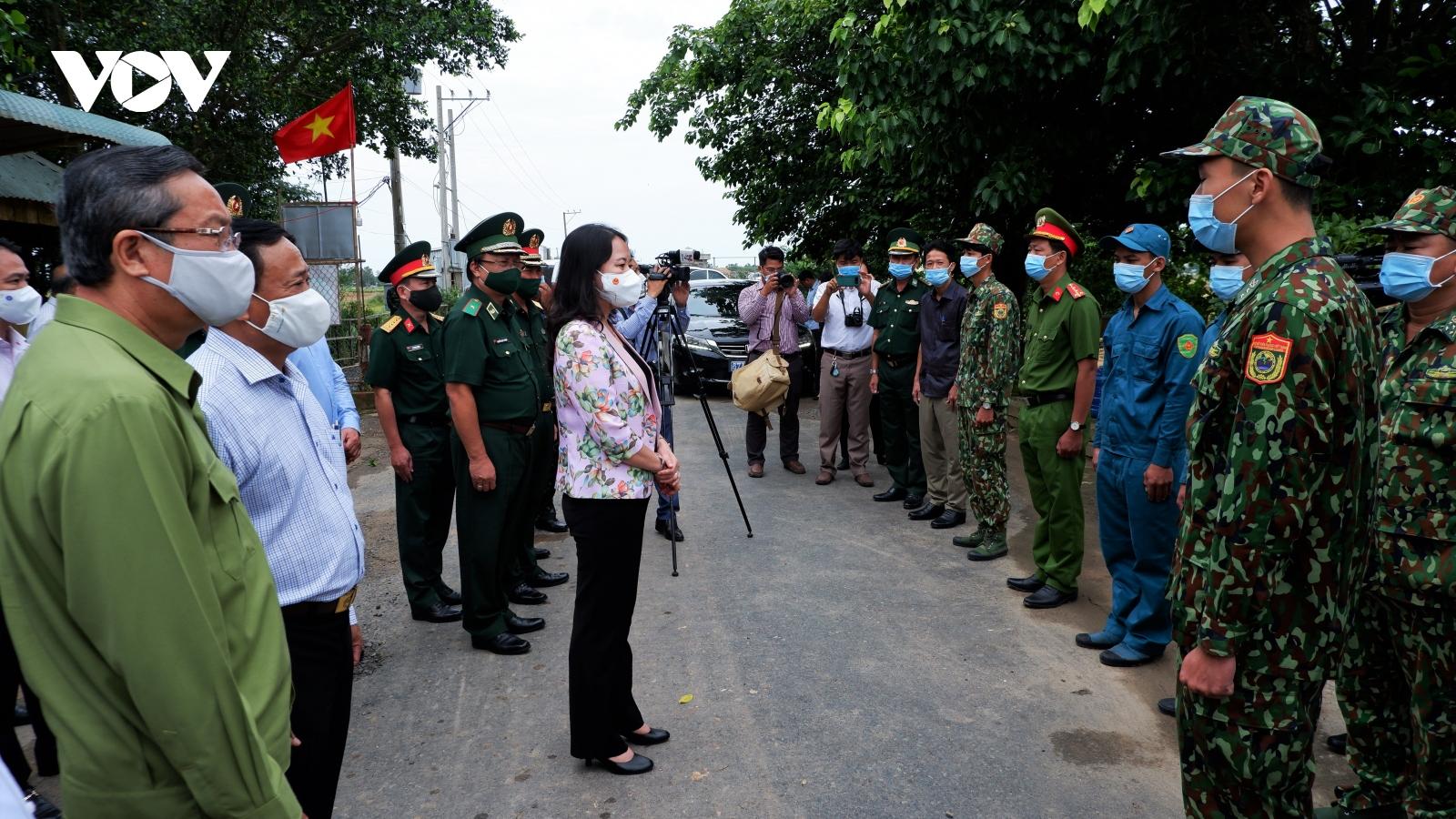 Phó Chủ tịch nước động viên lực lượng phòng, chống dịch tuyến biên giới An Giang