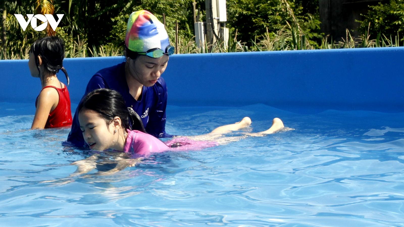 Bể bơi di động đến với trẻ em vùng sâu ởĐắk Lắk