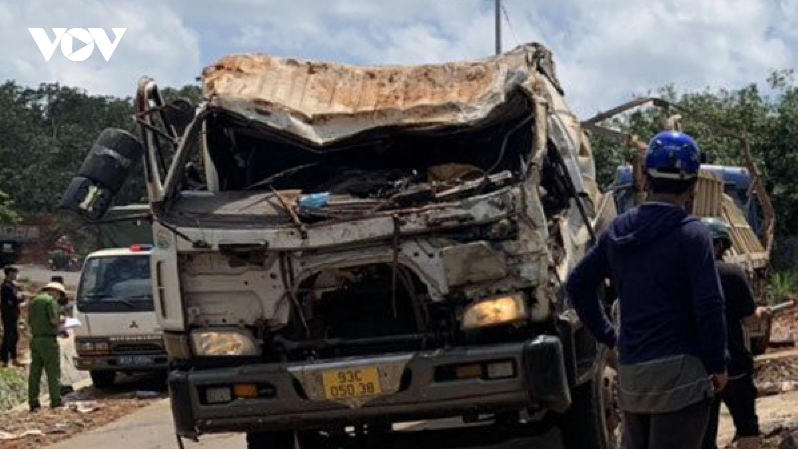 Xe tải rơi xuống mương nước ở Bình Phước làm 2 người chết