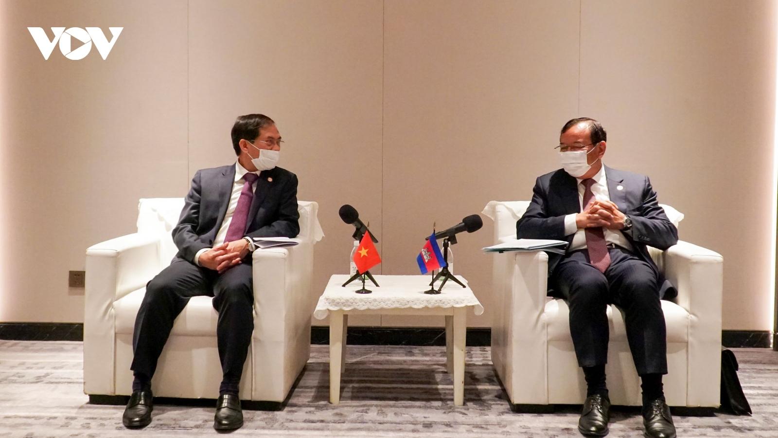 Bộ trưởng Bộ Ngoại giao Bùi Thanh Sơn gặp song phương PhóThủ tướngCampuchia