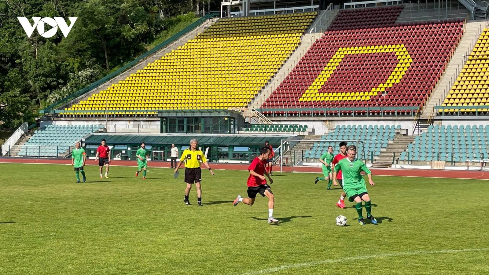 Việt Nam giành ngôi Á quân giải bóng đá Thượng viện Séc