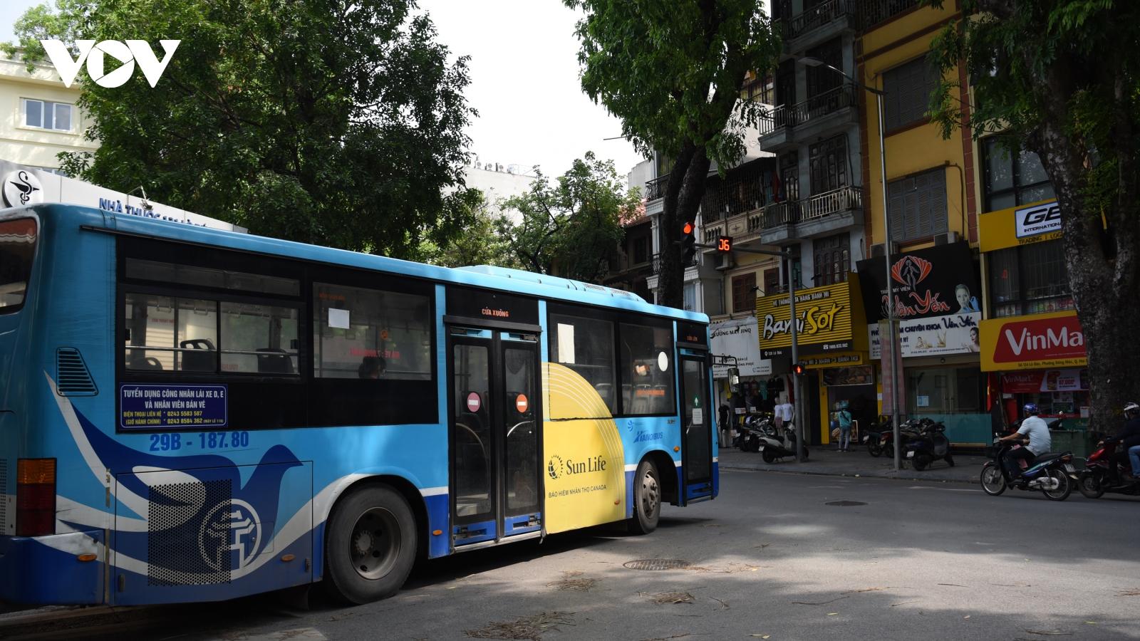 Xe buýt Hà Nội đìu hiu vì hành khách lo ngại lây nhiễm dịch bệnh