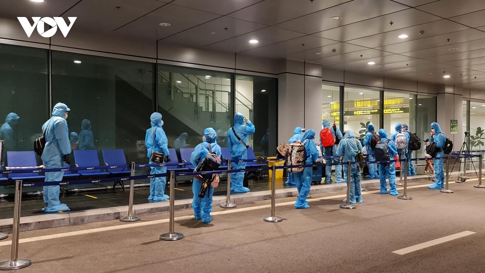 Thí điểm phương án cách ly y tế mới đối với người nhập cảnh qua sân bay Vân Đồn từ 1/7