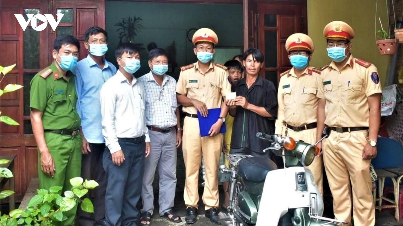 Chiến sĩ Cảnh sát giao thông góp tiền, mua xe tặng người vi phạm