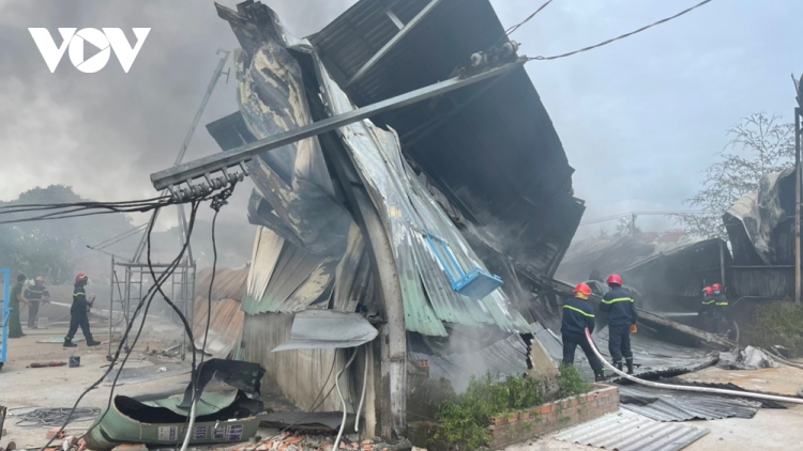 Hoảhoạn kèm tiếng nổ tại nhà xưởng công ty mút xốp ở Bình Dương