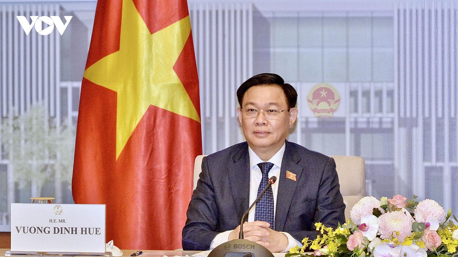 Chủ tịch Quốc hội Vương Đình Huệ hội đàm trực tuyến với Chủ tịch Nhân đại Trung Quốc