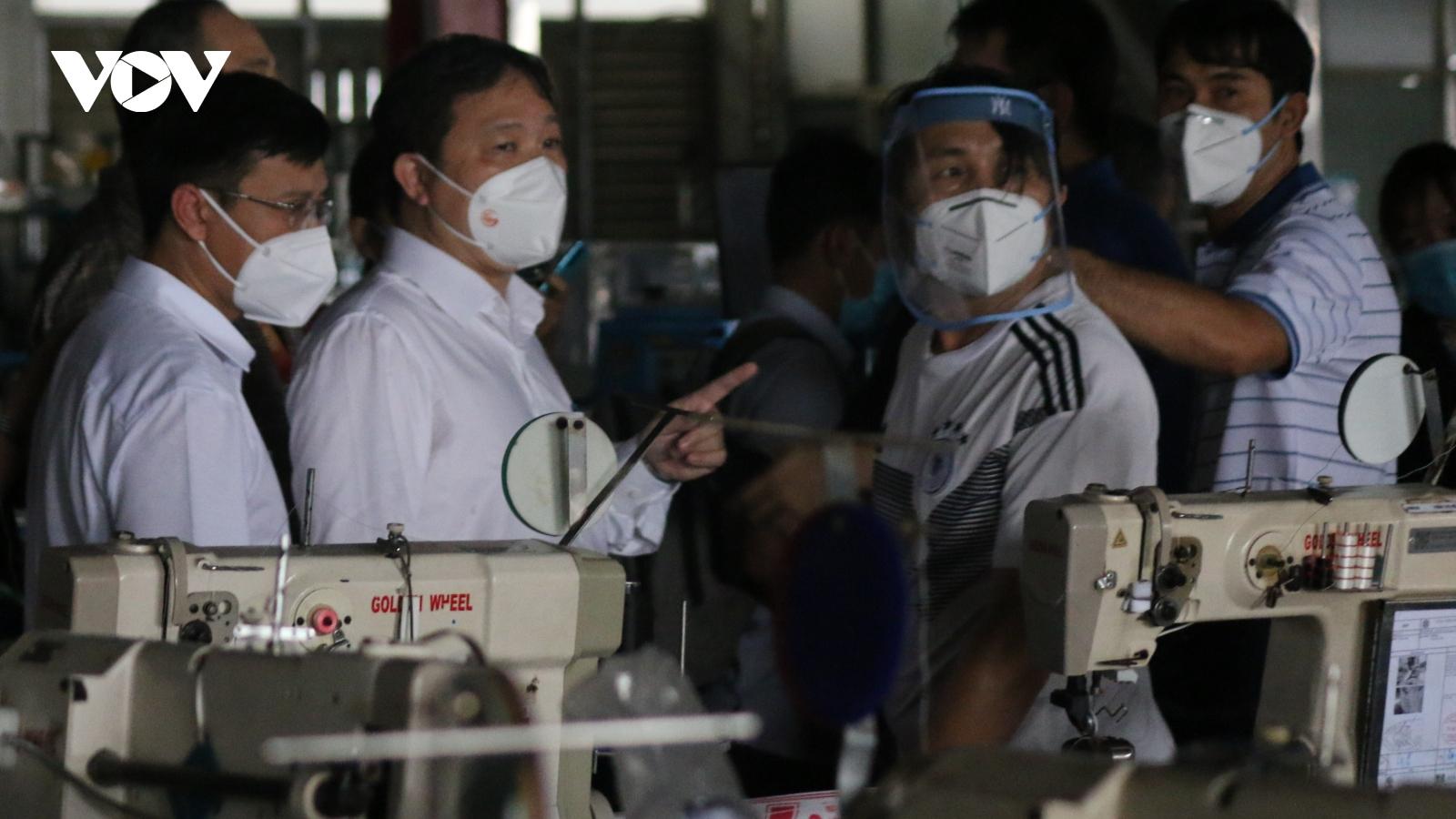 Công ty PouYuen Việt Nam (TP.HCM) cần kiểm soát tốt nguy cơ lây lan từ bên ngoài