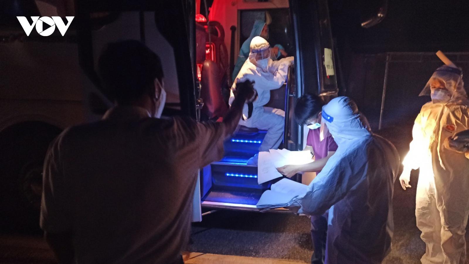 Điện Biên đón hơn 400 công dân đầu tiên trở về từ tâm dịch Bắc Giang