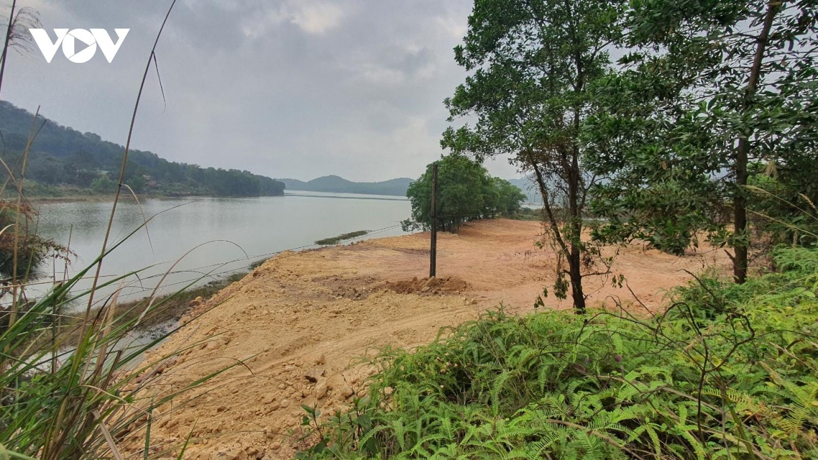 Hàng chục điểm thi công ồ ạt san đất lấp hồ Đồng Đò, Sóc Sơn