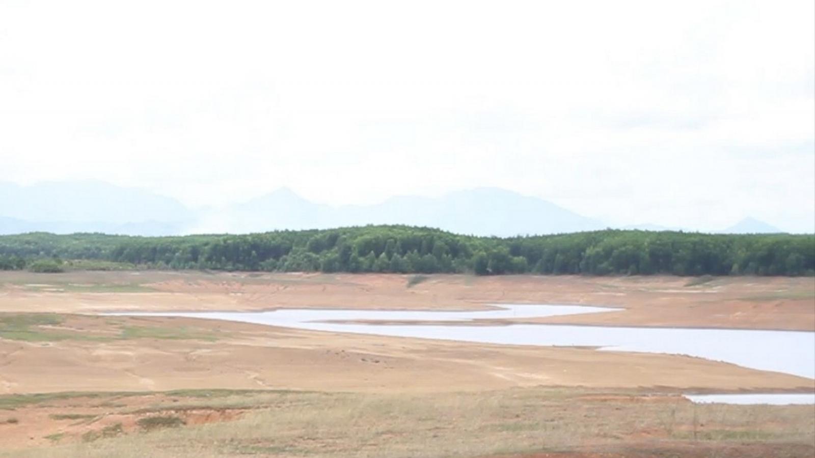 Bị trượt chân xuống hồ, 2 nam sinh đuối nước