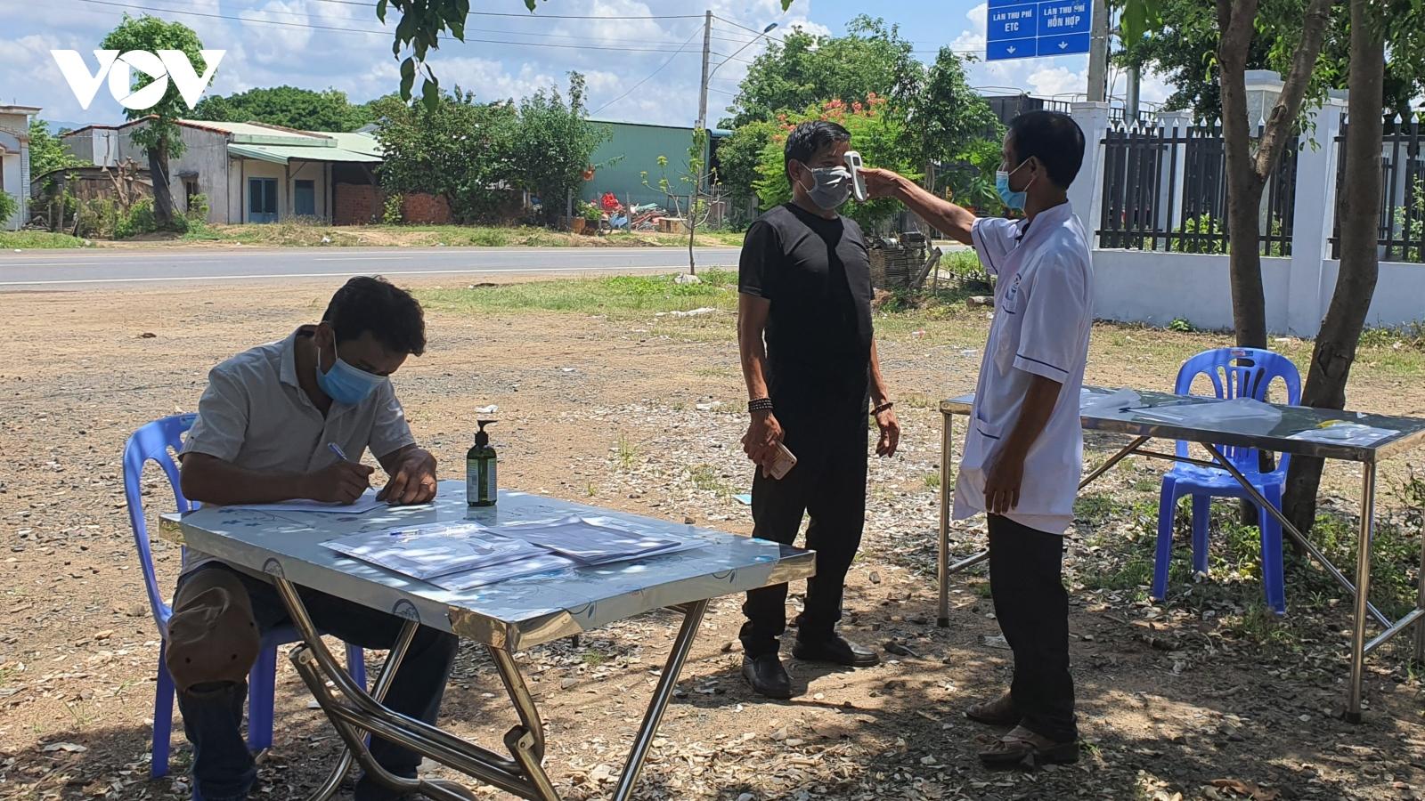Người dân Gia Lai chấp hành nghiêm quy định kiểm tra y tế tại chốt chống dịch