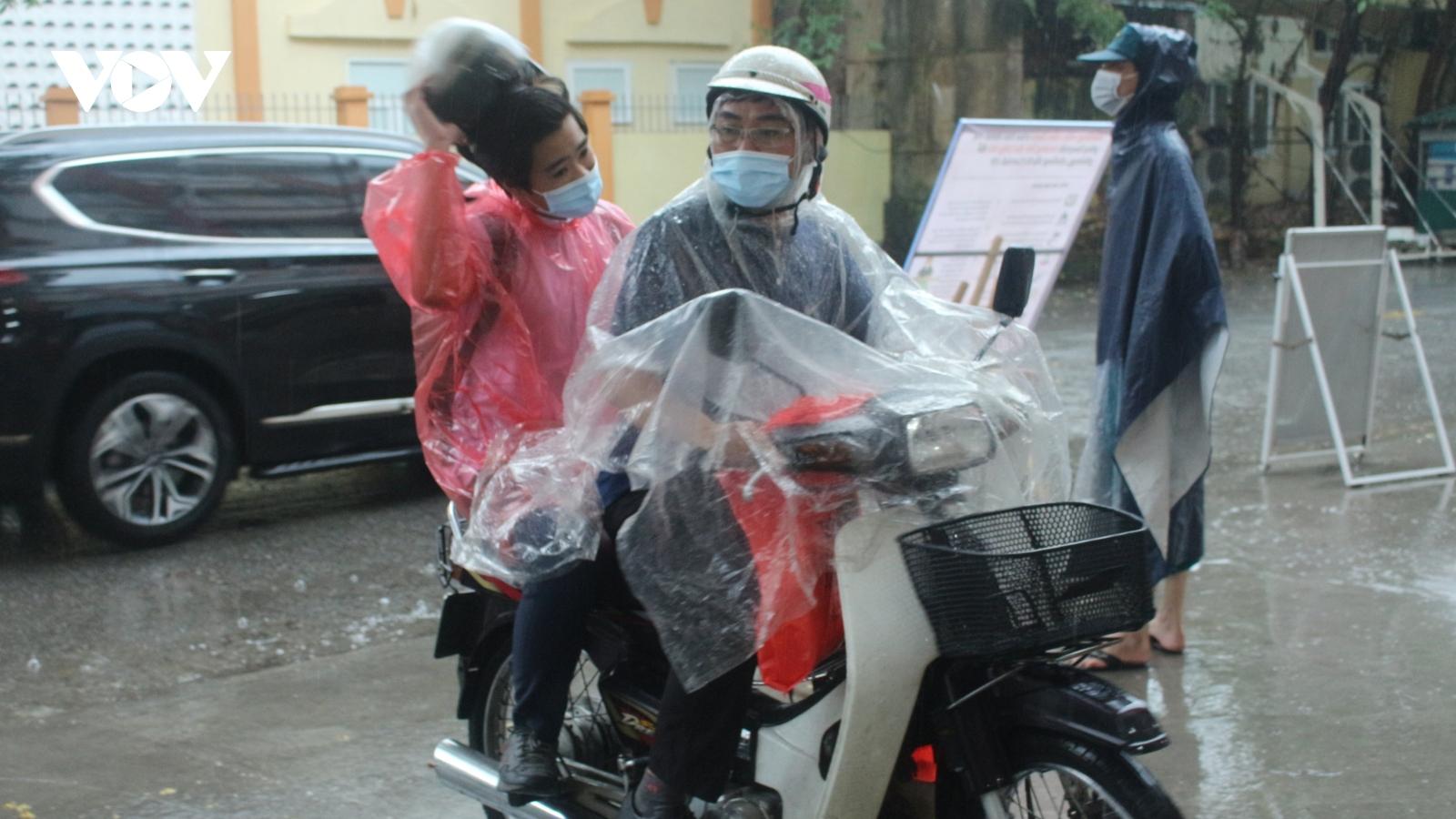 Hà Nội yêu cầu đảm bảo an toàn tuyệt đối cho thí sinh thi vào 10 trong thời tiết mưa bão