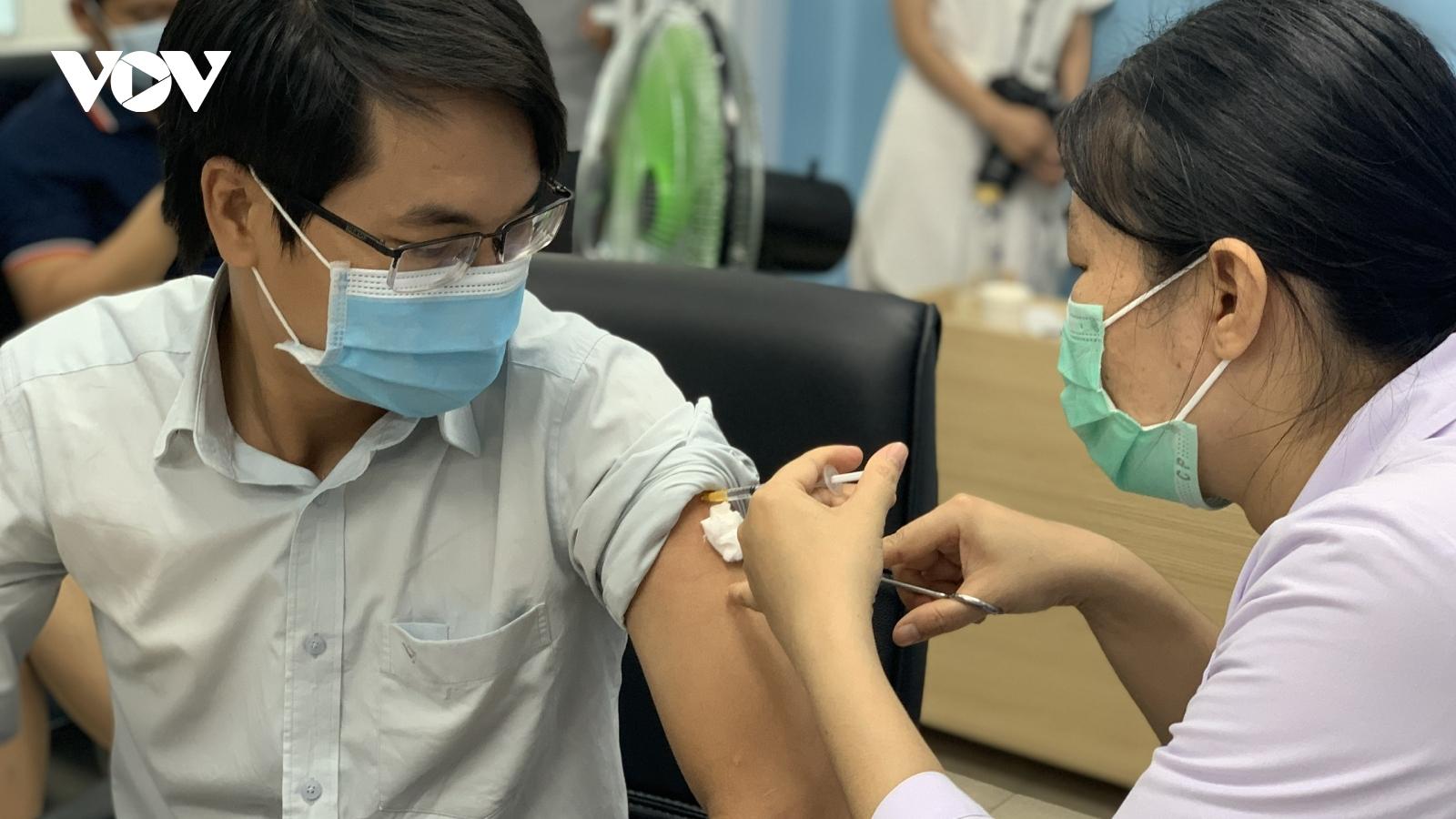 TP.HCM xin Thủ tướng cho doanh nghiệp chủ động đàm phán tìm nguồn mua vaccine