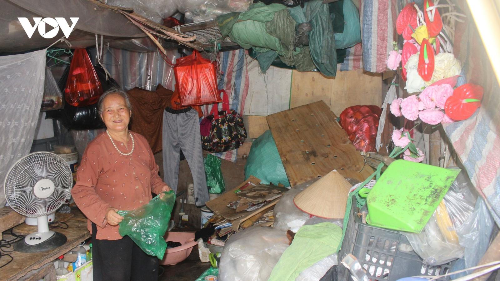 Người lao động tự do ở Hà Nội chật vật mưu sinh trong mùa dịch