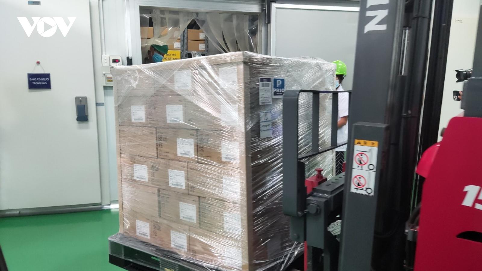 Cận cảnh kho lạnh chứa hơn 800.000 liều vaccine Covid-19 ở TP.HCM