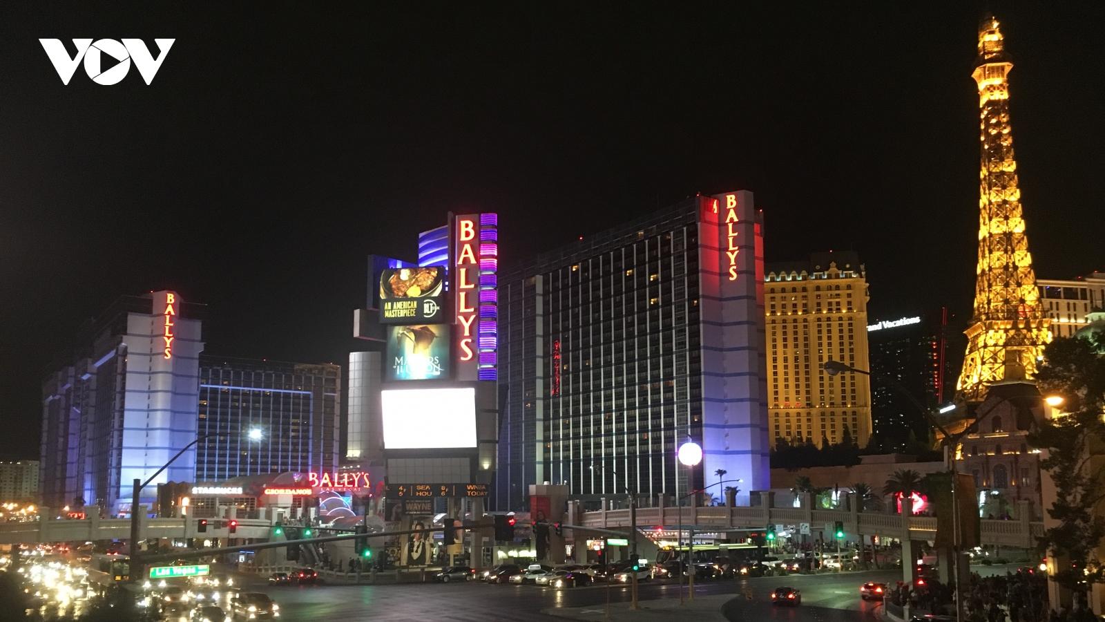 Las Vegas ăn mừng ngày mở cửa theo cách chưa từng có