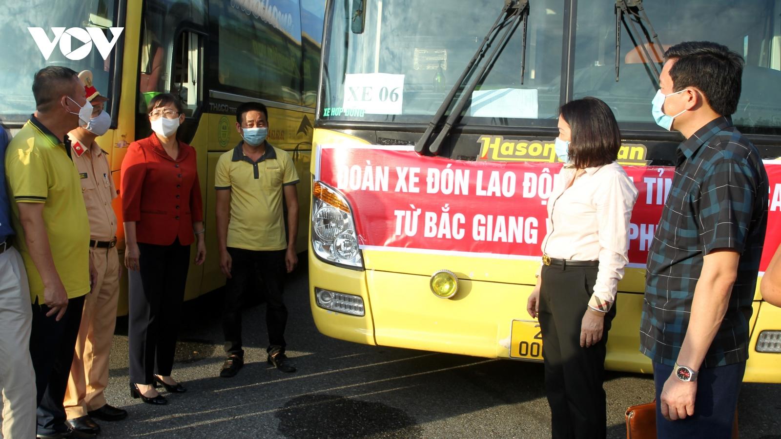 """Lào Cai đón hơn 170 lao động về từ """"tâm dịch"""" Bắc Giang"""
