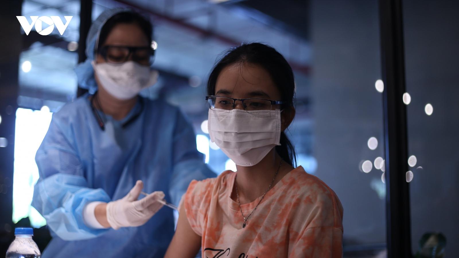 TP.HCM và Trà Vinh tích cực tiêm vaccine phòng Covid-19 cho người dân
