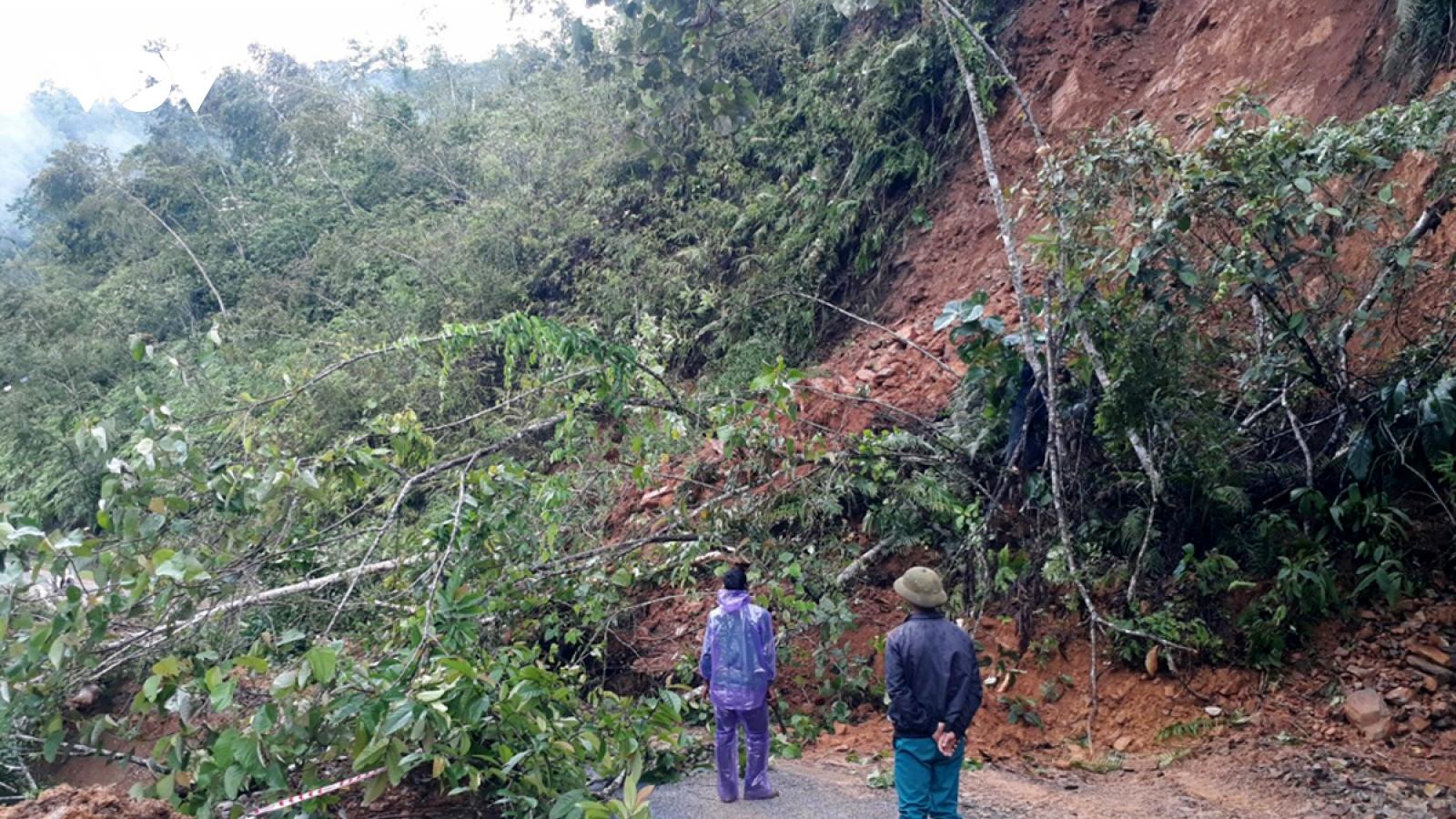 Mưa lớn ở Lai Châu làm sạt đường, chia cắt tạm thời 2 xã biên giới