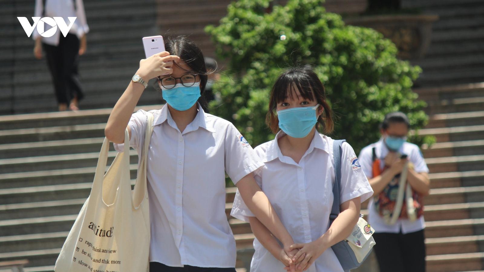 Thí sinh trúng tuyển lớp 10 tại Hà Nội xác nhận nhập học từ 1/7-3/7
