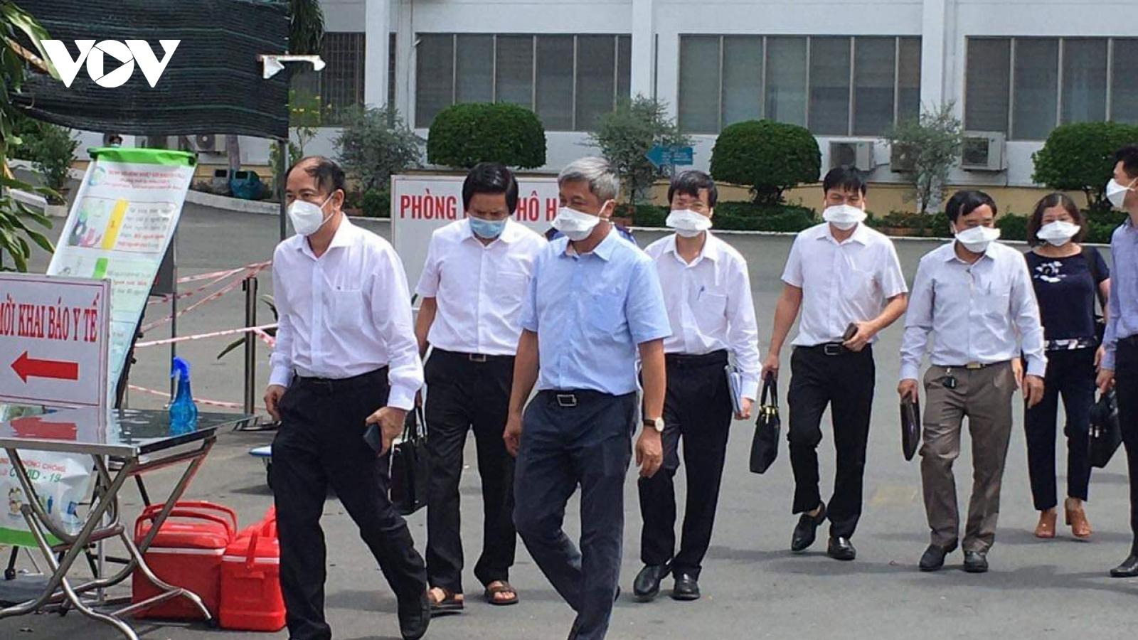 Thứ trưởng Bộ Y tế vàochỉ đạo BV Bệnh nhiệt đới TP.HCM sau 22 ca nhiễm Covid-19