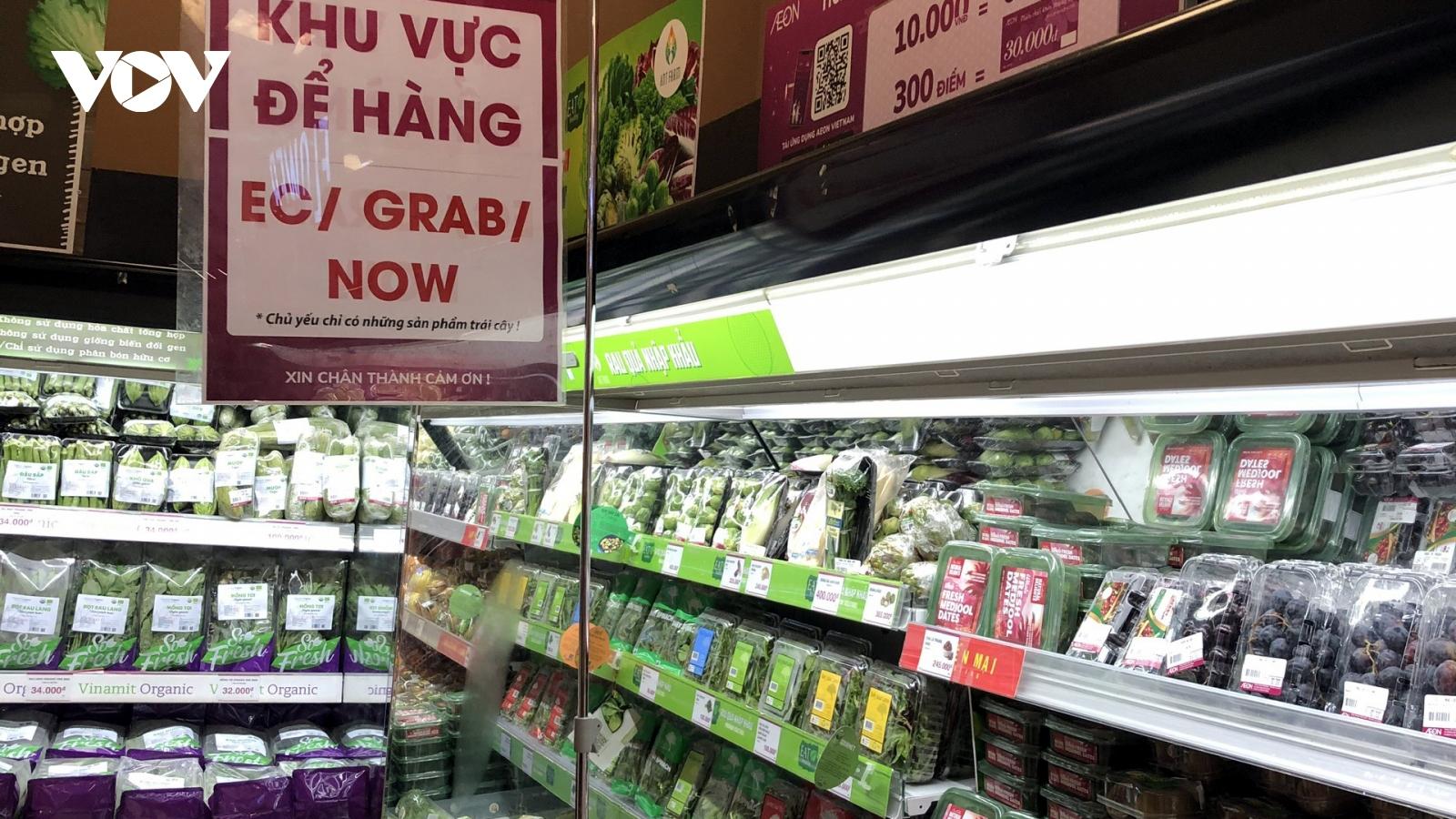 Các siêu thị ở TP.HCM căng mình chống dịch Covid-19