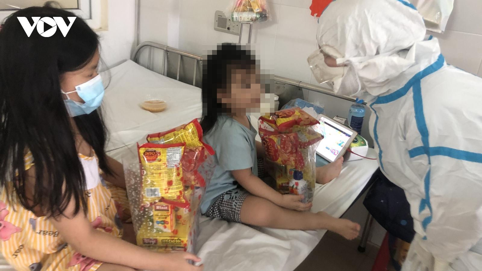 Tết Thiếu nhi đặc biệt của các em nhỏ trong khu cách ly điều trị Covid-19