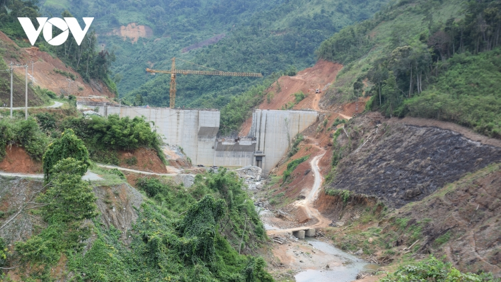 Cận cảnh thủy điện Tr'Hy 13 năm xây chưa xong, cây rừng bị chặt ngổn ngang