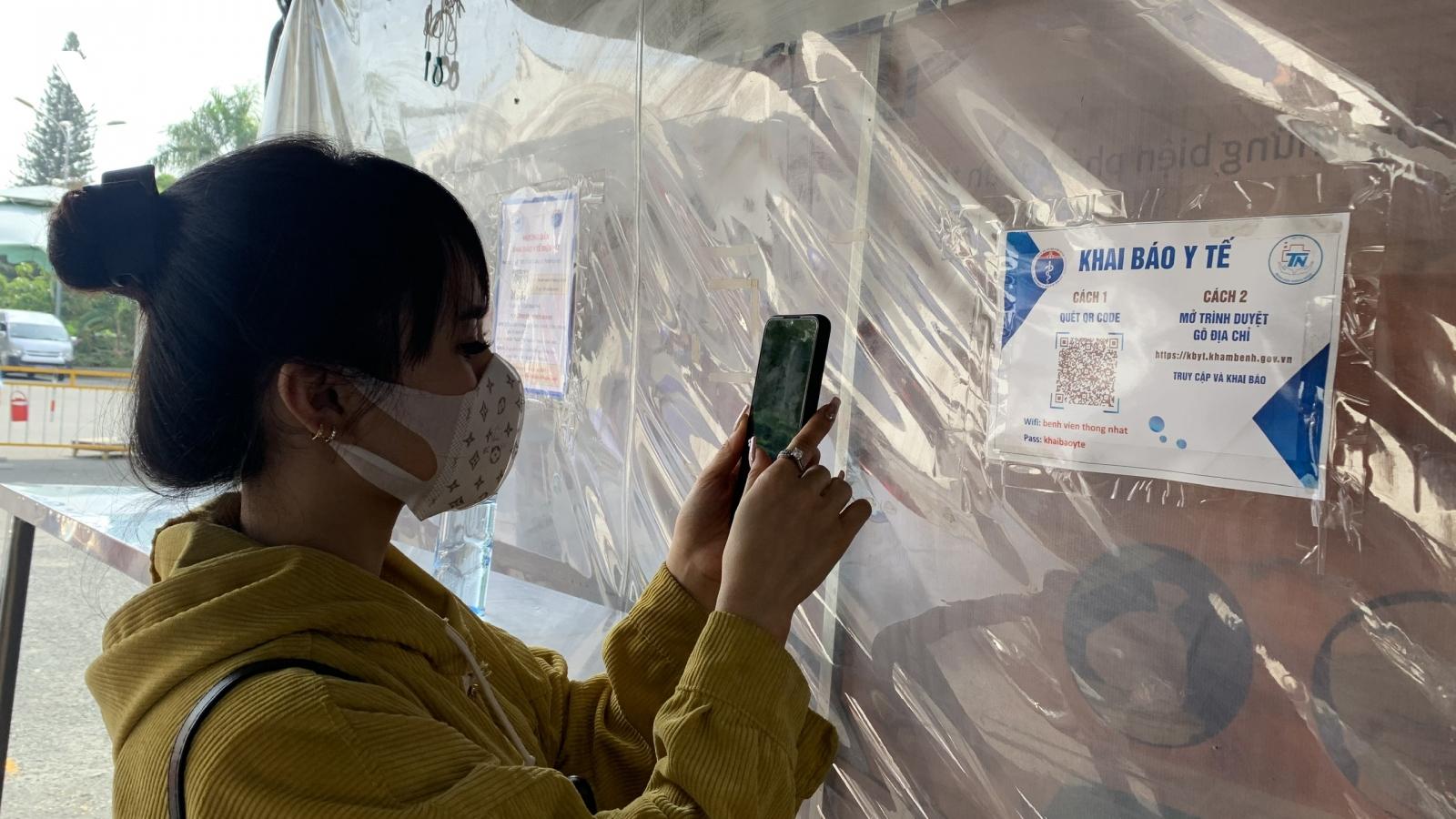 TP.HCM bắt buộc người đến công sở, chợ đầu mối, chung cư phải khai báo y tế điện tử