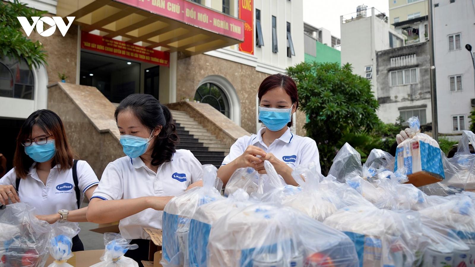 Nhiều địa phương ủng hộ tiền mặt và hàng hoá cho TP.HCM chống dịch