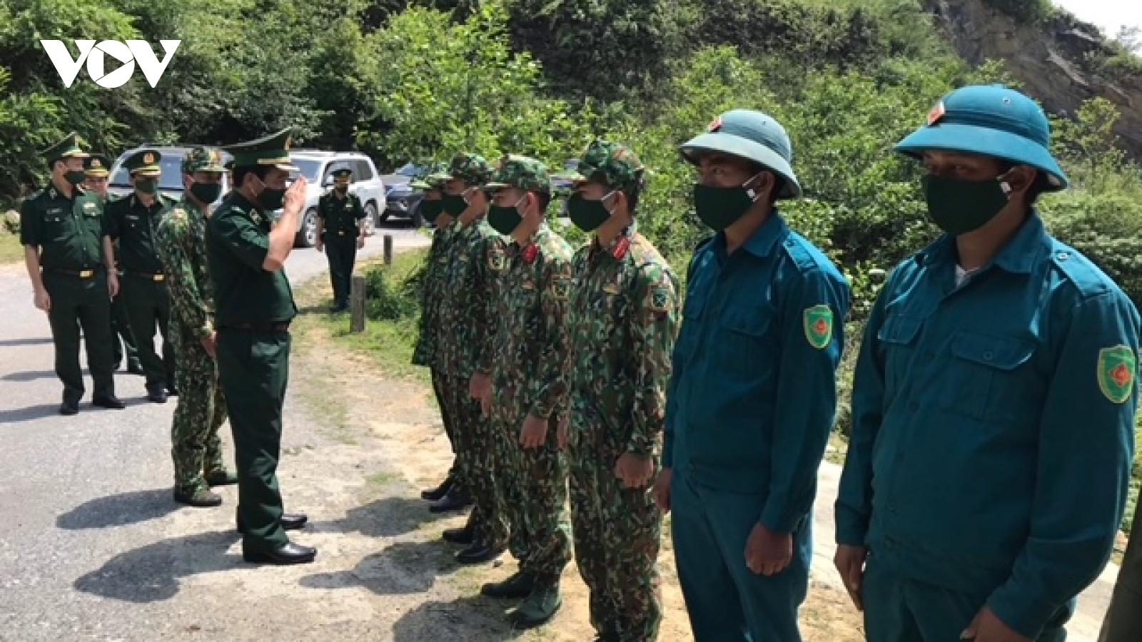 Tư lệnh BĐBP động viên, khen thưởng cán bộ chiến sĩ tại các chốt biên giới