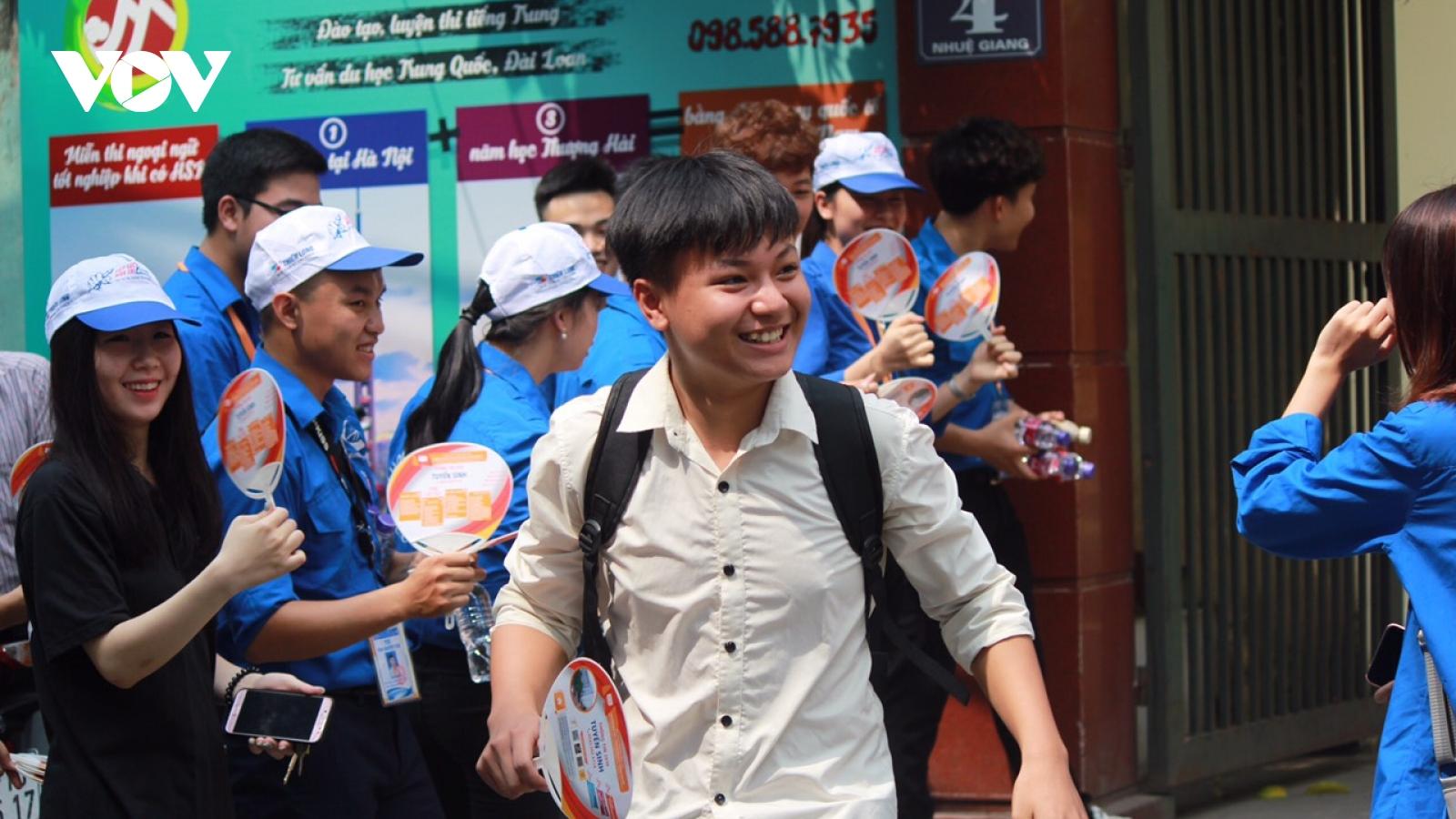 """MV """"Trốn tìm"""" của Đen Vâu vào đề thi Toán lớp 10 ở Nghệ An"""