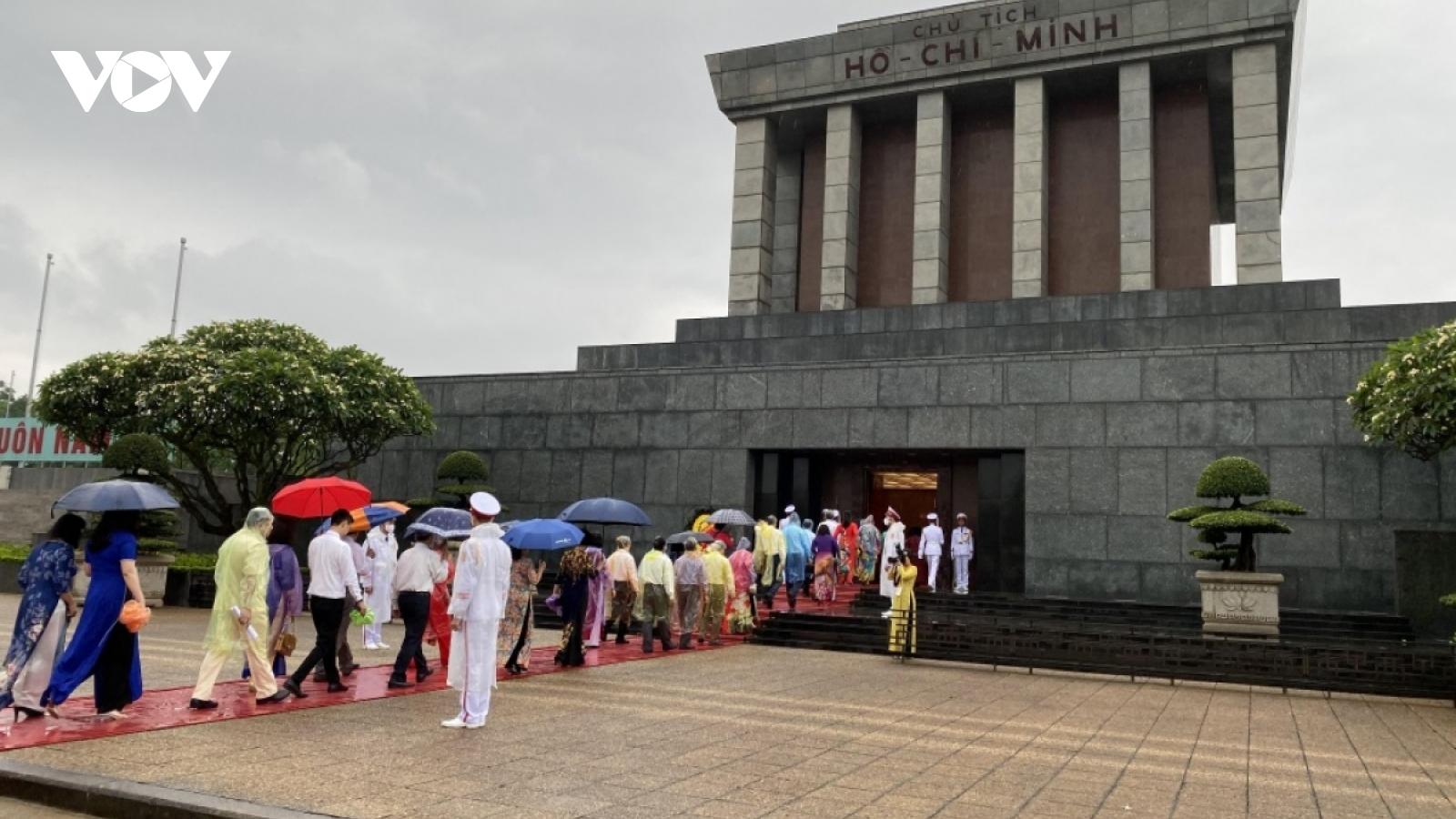 Tạm ngừng tổ chức lễ viếng Chủ tịch Hồ Chí Minh, tưởng niệm Anh hùng liệt sĩ