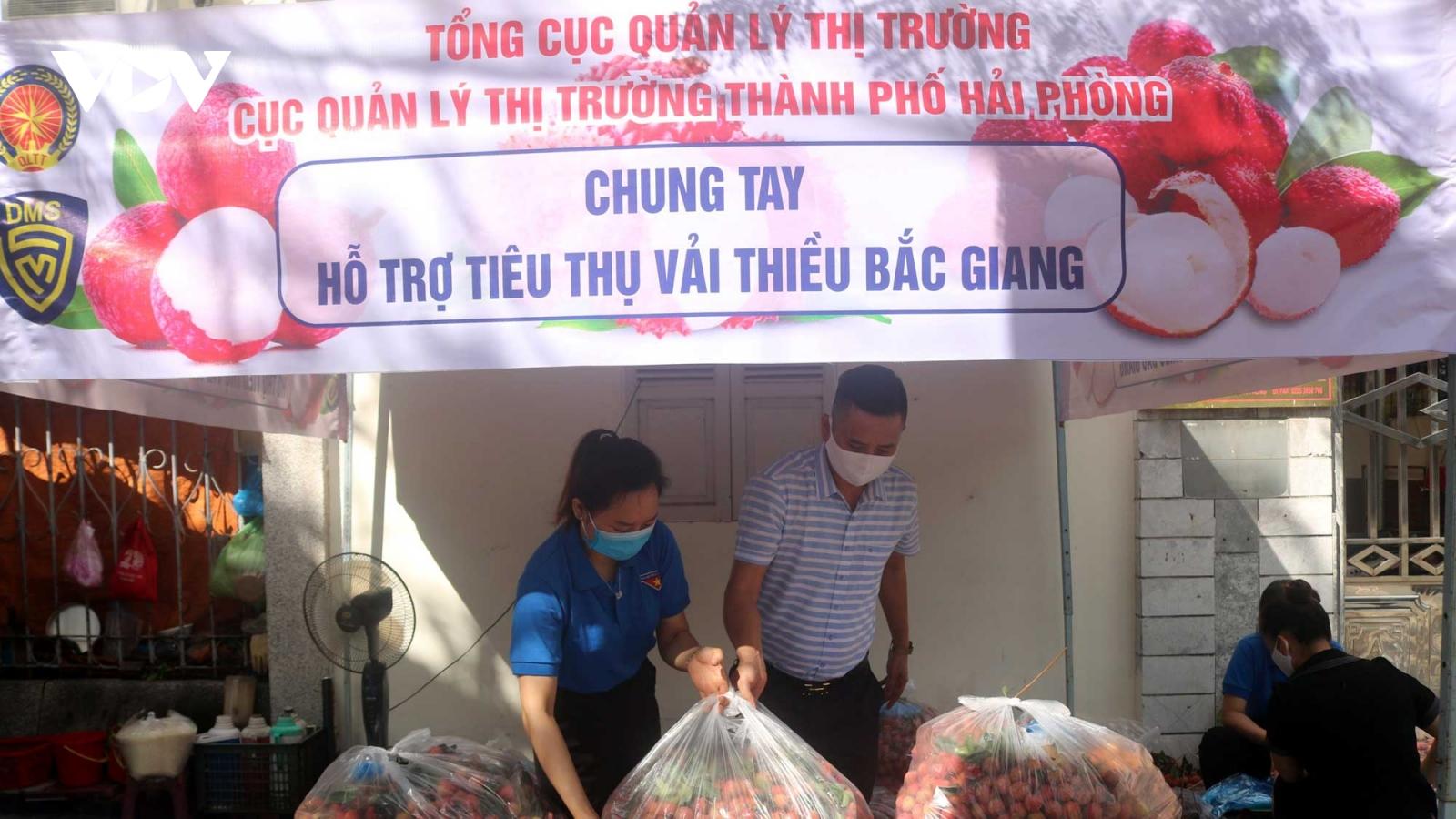 Hải Phòng tiêu thụ 50 tấn vải thiều hỗ trợ nông dân tỉnh Bắc Giang