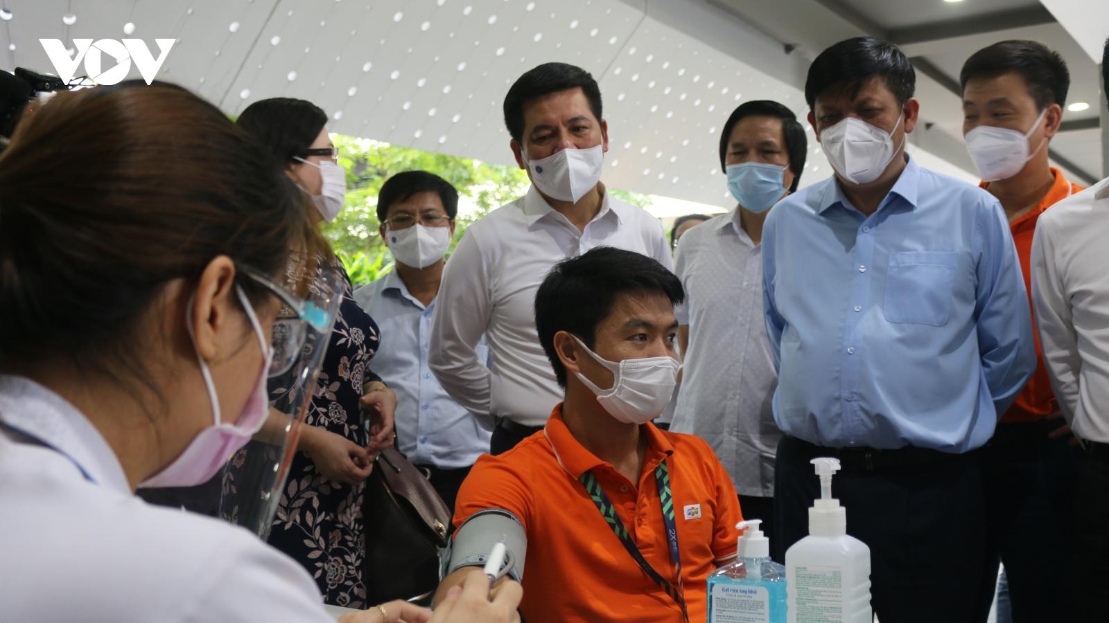 Bộ Y tế sẽ ưu tiên cho TP.HCM nếu vaccine về tiếp trong tháng 7/2021