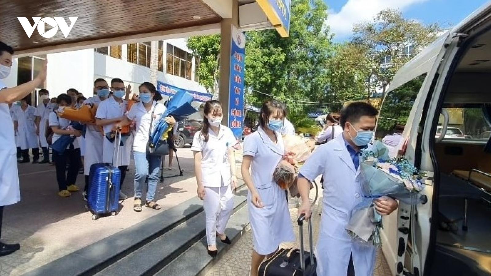 60 y, bác sĩ Nghệ An lên đường chung tay cùng TP.HCM chống Covid-19